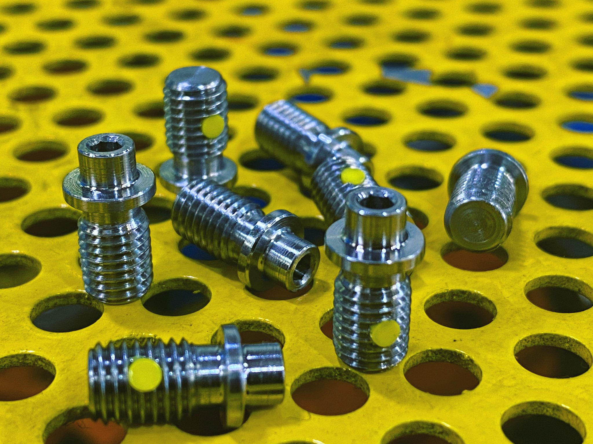 1/4(28) x 14mm Valve Screw 410 stainless with locking pellet